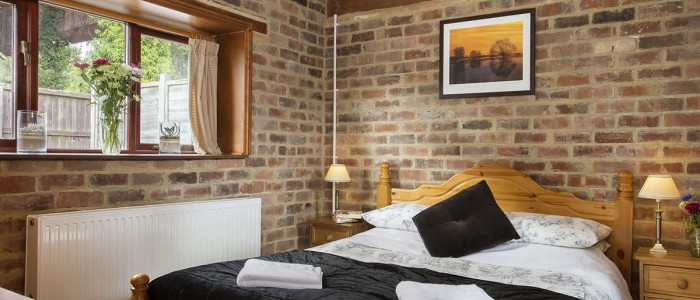 The Cow Pen Cottage master bedroom - Luxury self catering Stratford upon Avon