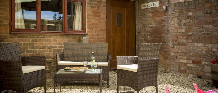 The Cow Pen Cottage outdoor seatingThe Cow Pen Cottage - Luxury self catering Stratford upon Avon