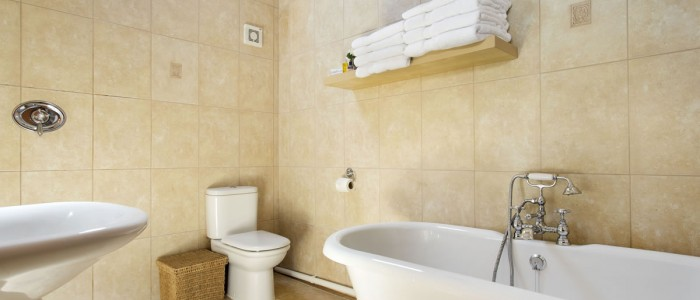 The Stables Cottage bathroon - Luxury self catering near Warwick